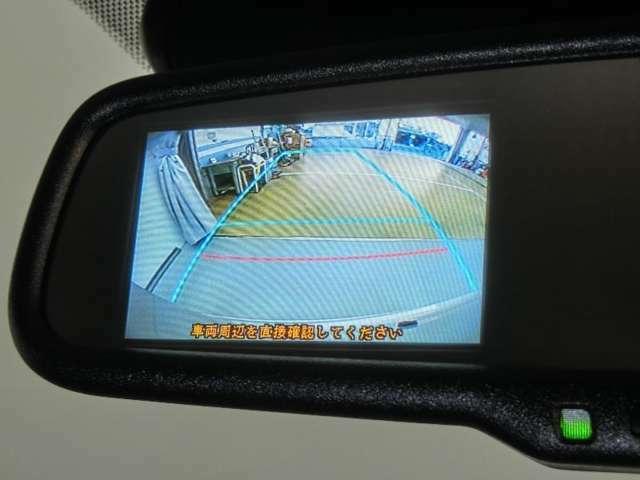 ミラーにはバック時に後ろの映像が映し出されます