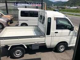 キレイなジャンボ!4WD/AT車/キーレス/パワーウインドウ/リクライニング付き!