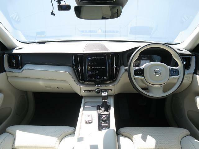 ワンオーナーのXC60上級グレードインスクリプションがディーゼルモデルで入庫♪上級グレードならではの車内の充実装備や質感の高さからリビングに居るような居心地をお届けします!是非ご覧くださいませ♪