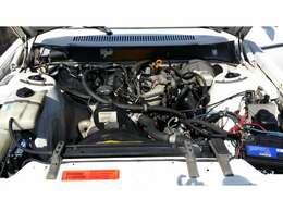 エンジン型式 B230 出力115ps/5400rpm トルク18.9kg・m/2750rpm 種類 水冷直列4気筒SOHC 総排気量 2316cc(カタログ値)角目4灯ボルボ、他にも在庫車ございます。