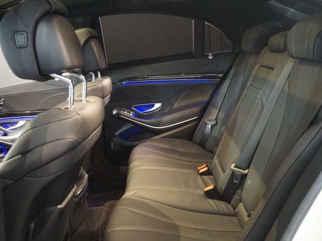 スポーティーなデザインと長距離走行での快適性を両立させたリアシート。