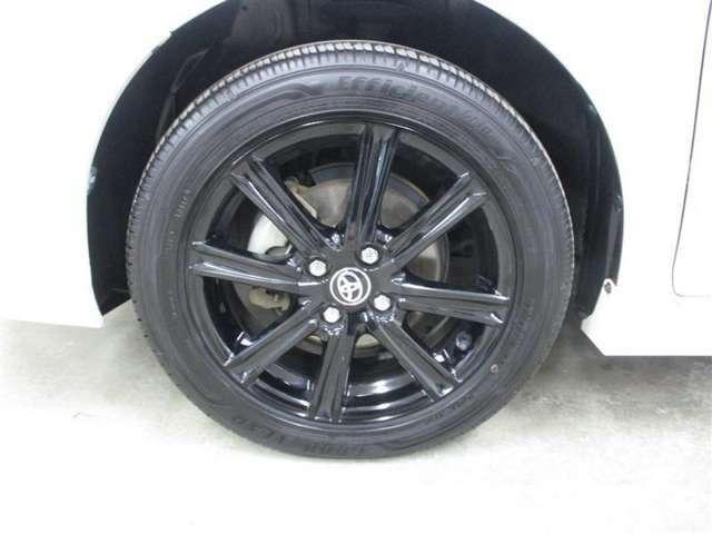 純正アルミホイール付きです。装着タイヤサイズは185/55R16になります。