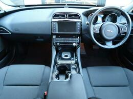 グラシアホワイトのXE入庫いたしました。運転中についていてほしい装備が盛りだくさんのお車になっております。是非ご覧くださいませ。