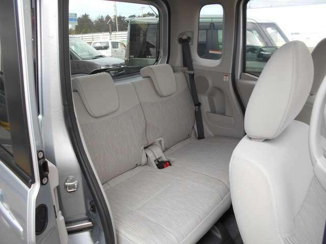 ゆとりのあるセカンドシートで、同乗者も快適な移動時間を過ごせます☆
