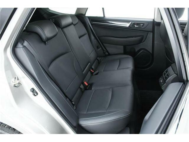 シートヒーターもフロントシートだけではなく、セカンドシート左右にも搭載◎1回使うともうシートヒーターない車には乗れないというユーザー様も多い隠れた人気装備の1つです。