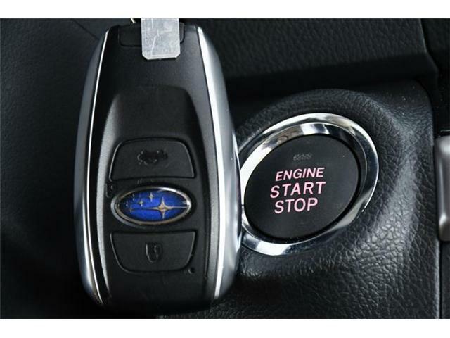 キーはもちろんスマートキー。キーを身に着けていればアウターハンドルに触れるだけでラクラクロック&アンロック。エンジン始動だってワンプッシュでOKです◎