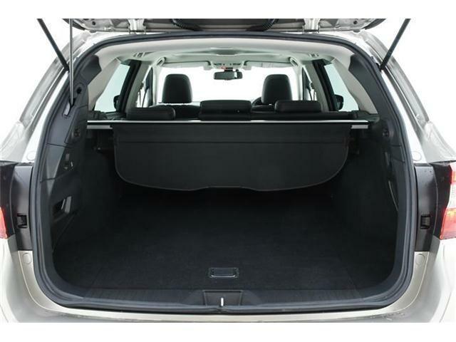運転席からでも、キーからでもワンプッシュで開閉可能なパワーバックドア!!狭いところでも安心の2段階調整機能も付いていますよ♪