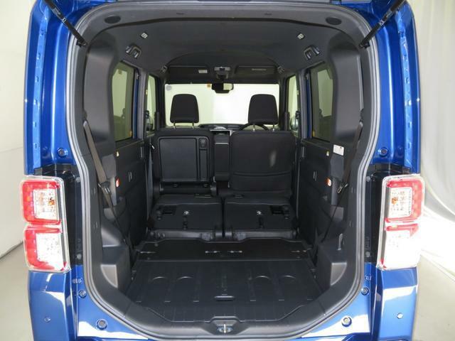 リヤシートを格納すると、広々スペース出現!大きな荷物も楽々に、収納できます。
