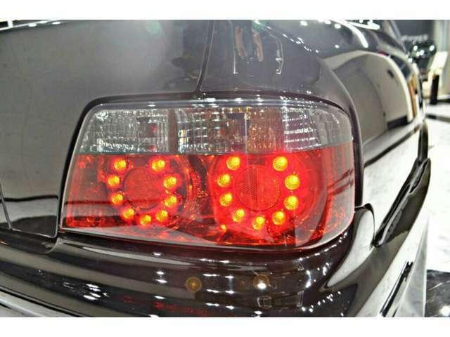 新品LEDスモークテール装着!重厚感が出て、テールランプの主張を抑える効果があります。