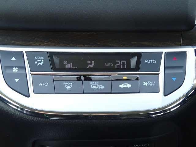 フルオートエアコン装備です!温度を決めれば、あとは機械が自動で風量などを調整!
