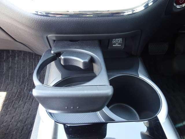 ◆より楽しく快適にドライブする為にあると嬉しい収納スペース、カップホルダー、ちゃんとありますよ!◆