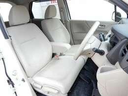 運転席シートの写真です。運転席シートは高さ調整が出来ます。