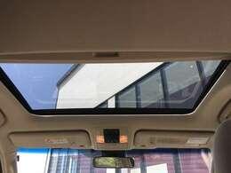 【サンルーフ】解放感溢れるサンルーフ!!車内には爽やかな風や太陽の穏やかな光が差し込みます♪