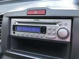 CDオーディオが装備されております♪ドライブ中にCDやラジオがきけますので退屈致しません♪あると便利な装備ですね♪