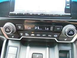 フルオートエアコンです。しかも運転席と助手席で温度設定を変えることが出来ますので両席とも快適ですね。シートヒーターもついていますので寒い季節にもぽかぽかです。
