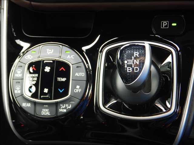 ☆快適装備のオートエアコン☆温度設定をしておけば自動でに空調をコントロールしてくれるスグレモノ!夏も冬も快適ドライブを実現します!