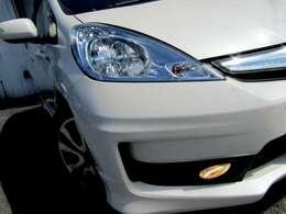 純正HIDヘッドライトを装備!夜道も明るく照らして、安心と安全を確保しております。