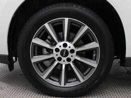 TRDの18インチアルミホイール装着。タイヤサイズは235/55R18です。