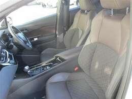 【フロントシート】 シートはいちど車両から取り外し洗浄、除菌、消臭を行っておりキレイな状態です♪