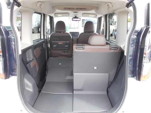 後席シートが5:5に分割となり乗車スペースも確保しながら長い荷物も積み込めます!