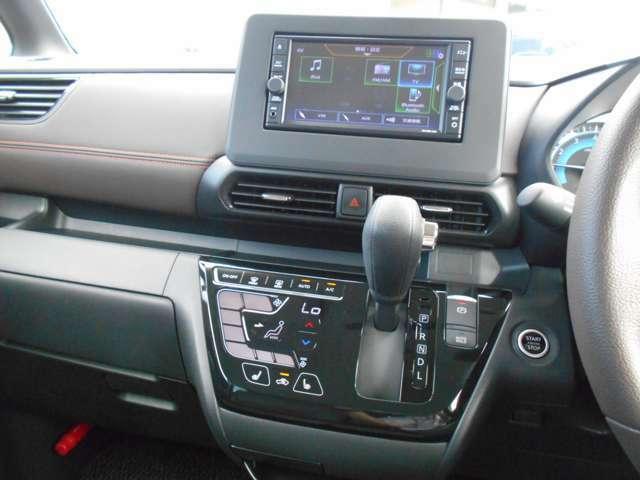 フルセグTV・CDチューナー・ナビゲーション搭載車です。長距離ドライブでも快適ですね。