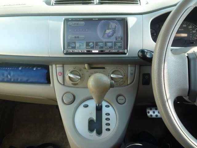 ナビ付き♪オートエアコンで快適ドライブ (^_^)v