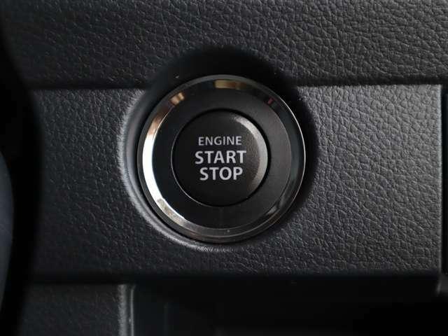 プッシュスタートボタン!ブレーキを踏んでこのボタンを押すだけでエンジンスタートします。