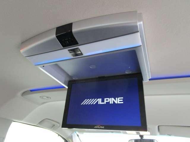 10.2インチアルパインリヤモニター(TMX-R2200) 車内で後席のお子様のお世話もノーストレスで出来ますね♪