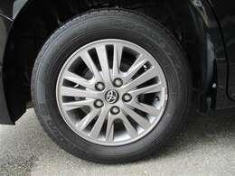 タイヤサイズ195/65R15の純正アルミホイールです。