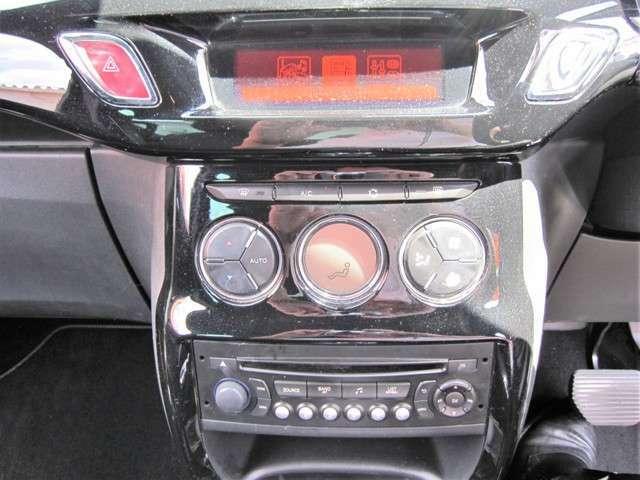 運転席から各種ボタンの操作がしやすいように設計されたデザイン。高級感もあり、ハンドル操作もしやすいですよ。