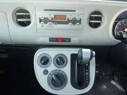 操作がカンタンで 扱いやすい純正CDデッキ装備。ドライブも楽しくなります。