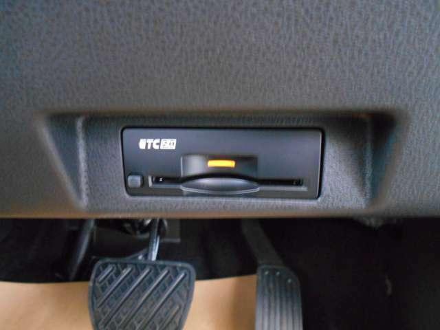 ビルトインETC(埋め込み型)。スッキリと収まっているのが特徴です。音声案内タイプ/アンテナ分離式。納車時には再セットアップ(情報の再登録)を行います。