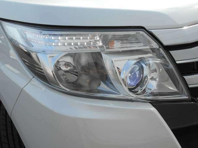 【LEDヘッドライト】 最近主流になりつつある明るいヘッドライトです。街灯の少ない暗い夜道も安心です!ハロゲンヘッドライトに比べて消費電力が少なく長持ちです♪