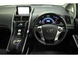 ドライバー目線の画像です。 各操作スイッチも使いやすい位置に配置されています!