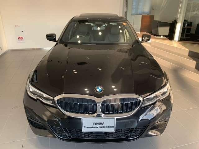 BMW代表的な特徴のキドニーグリル。BMWのすべてのモデルに採用され、BMWらしさを強調しております。