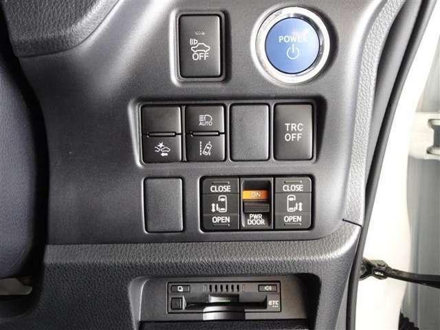 トヨタが誇る衝突被害軽減ブレーキを搭載したサポカーです。スマートエントリーシステム・ETCを装備してます。