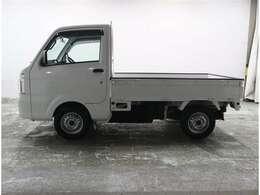 5速MT車のトラックです。エアコン、パワステ、ABS、エアバッグ装備しています。