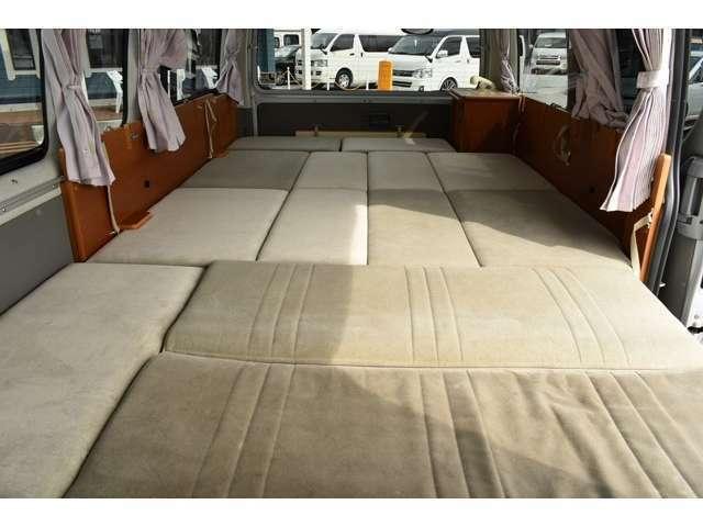ベッド寸法は210CM×160CMとなっております。