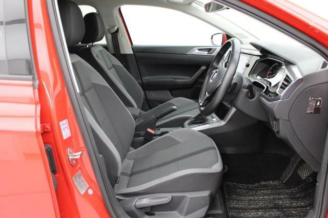 ロングドライブでも疲れにくく設計されたシートです。