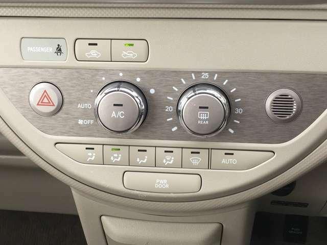 空調にはオートエアコンを採用☆お好みの温度さえ設定しておけば、風量などを自動で調整してくれます★