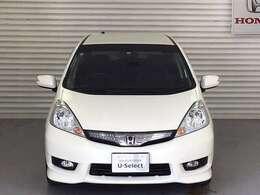 HIDヘッドライトにフォグライト、ドアミラーウィンカーを備え、視認性良好なお車です。