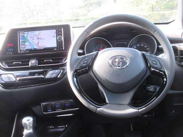 運転席周り 視界良好 運転しやすい シートが前後する為運転ポジションがとりやすい