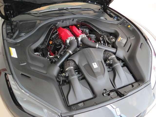 ツインターボエンジンの搭載位置は低い位置にマウントされます