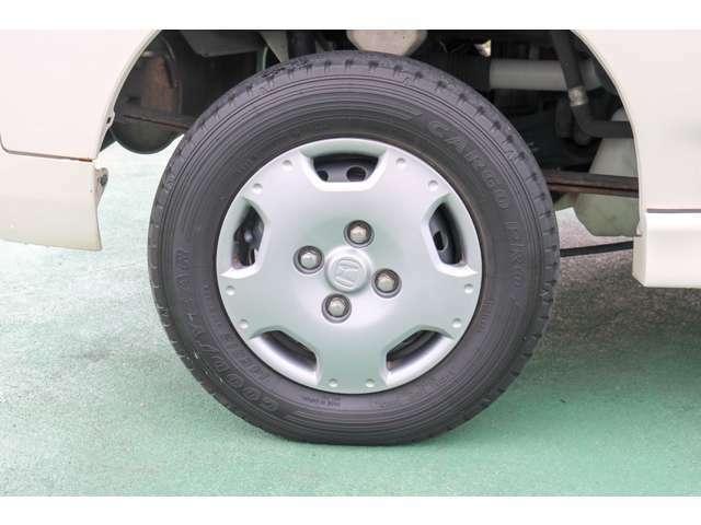 タイヤの溝は少し少な目です。タイヤのご購入をご希望の場合は、スタッフにお申し付けください。
