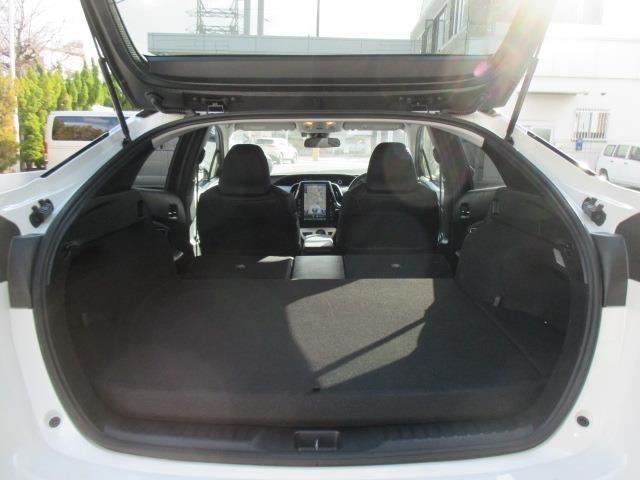 後部座席を倒すと容量UP!!用途に合わせて多機能スペース(*'▽')