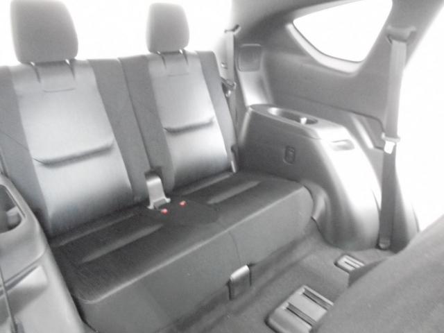 3列目シートも意外としっかり座れます!SUVタイプで大人2人がここまでしっかり座れるのは珍しいかも!?左右にはドリンクホルダーもあり!後方からの衝突時でも高い安全レベルでとっても安心!