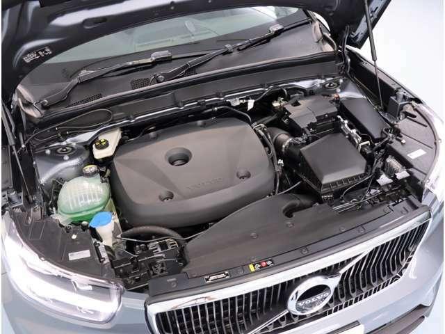 XC40 T4 エンジン 2リッター直4ターボを搭載。8段AT