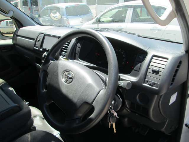 タイミングチェーンですからタイミングベルトの交換は不要です!距離乗られる方にはより安心いただけるお車です!
