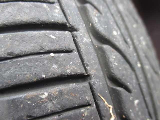 タイヤ溝も4本共にたっぷりあります♪