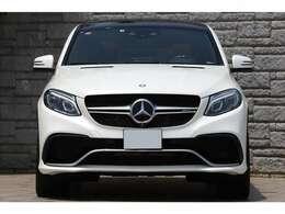 ・AMGパフォーマンスステアリング ・AMGスポーツシート ・designoグレーシートベルト ・AMGメーターパネル ・AMGカーボンエンジンカバー